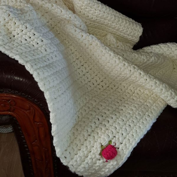 xl-chunky-crocheted-bed-throw-pink-tulip